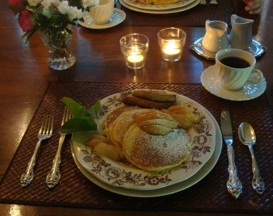 Redwood Croft: Breakfast pancakes with poached pears.