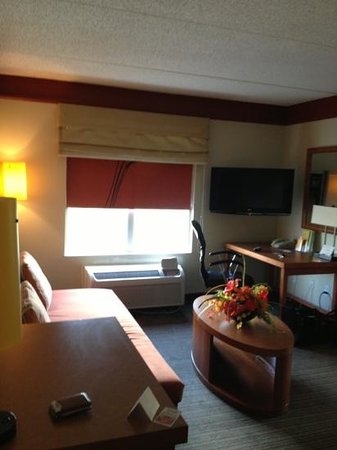La Quinta Inn & Suites Alexandria Airport: Rm 331 suite w/ kitchenette