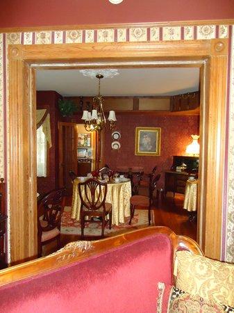 The Cedar House Inn: Looking into the dining room