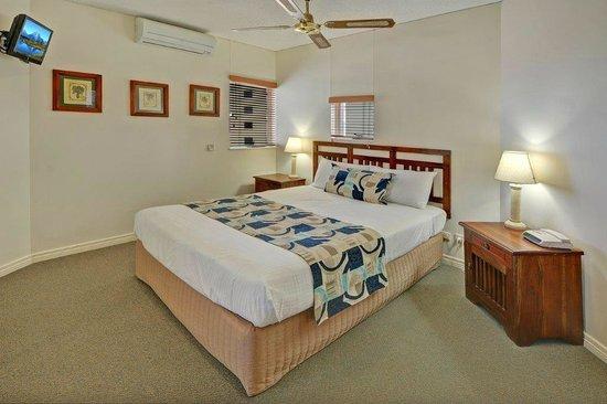 Raffles Mooloolaba: Master bedroom