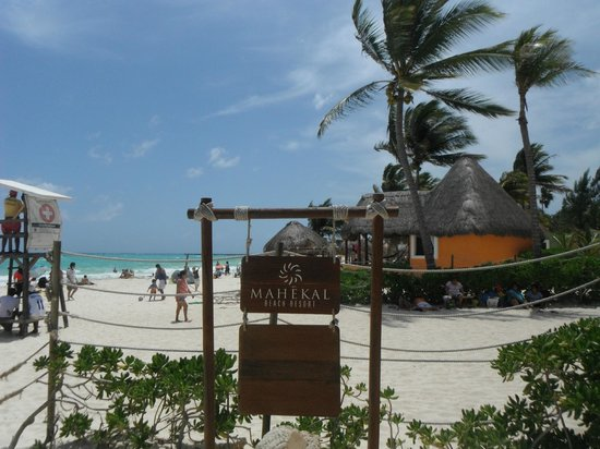 Mahekal Beach Resort: Public beach access on Calle 38
