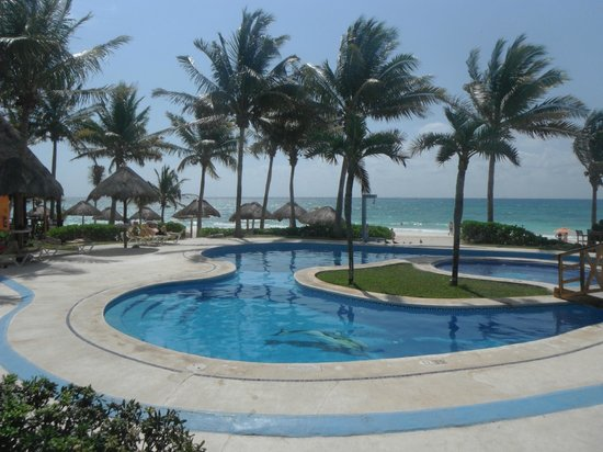 Mahekal Beach Resort: Aventura pool area