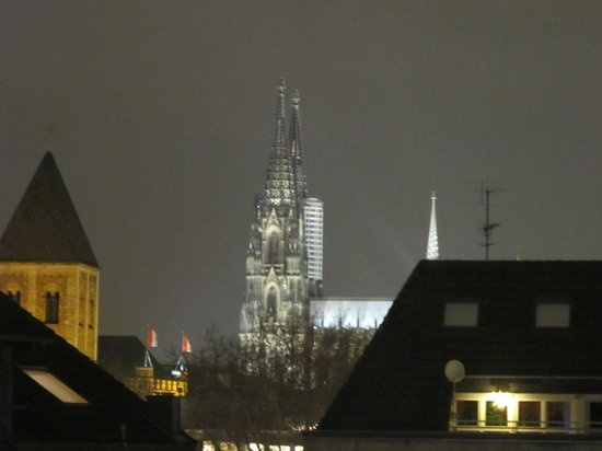 B & B Cologne Filzengraben: The Dom, from our upstairs room