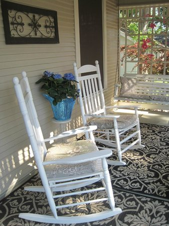 Brenham House Bed and Breakfast: Porch