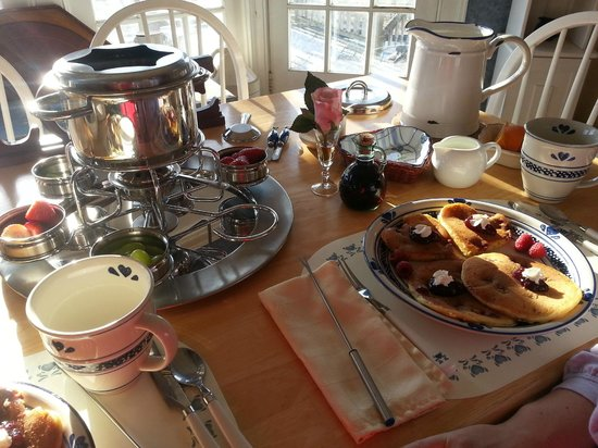 ‪‪River Ridge Bed and Breakfast‬: Chocolate fondue set on left pancakes on right‬