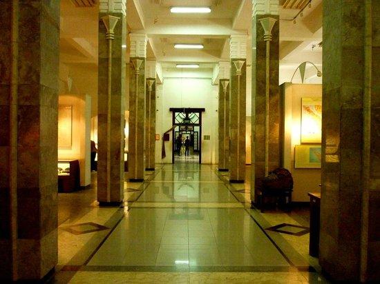 Geology Museum: Corridor