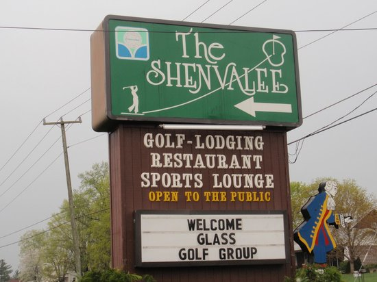 The Shenvalee Golf Resort: The Resort sign on highway