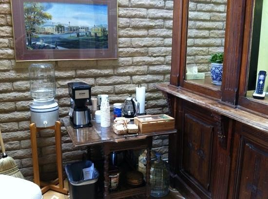 Stage Stop Inn: coffee bar in the lobby also, in addition to coffee pot in each room