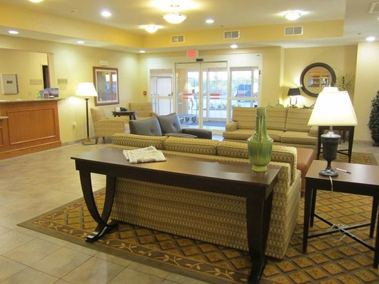 Candlewood Suites Fort Stockton: Bright, nice lobby