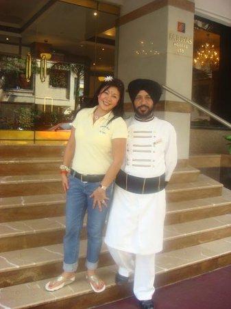 Fariyas Hotel Mumbai : at the hotel entrance.