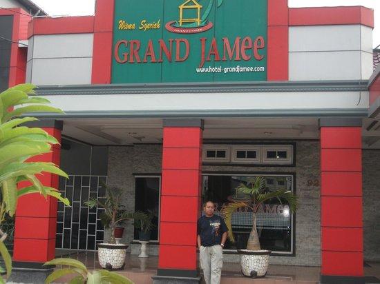 Guest House Syariah Grand Jamee: Bagian depan bersebelahan dengan Lobby coffee