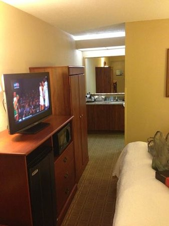 Red Lion Inn and Suites Fayetteville: Room 163