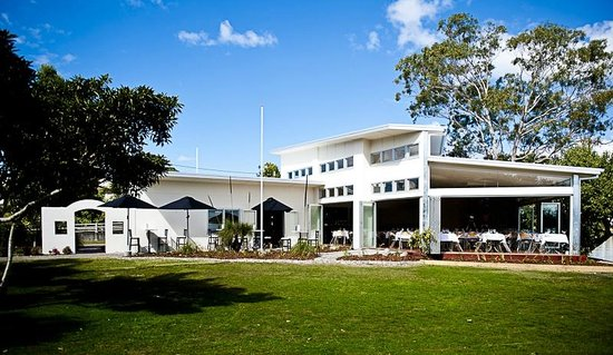 Noosa Waterfront Restaurant & Bar: from river side