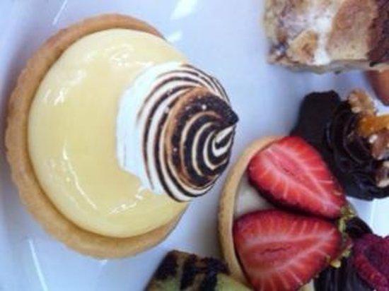 Noosa Waterfront Restaurant & Bar: lemon tart