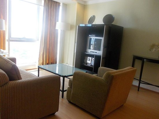 Somerset Millennium Makati: Living room view