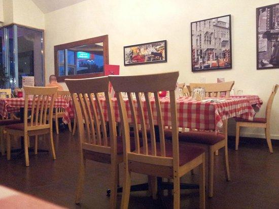 Ristorante Pizzeria Paradiso Da Toni: Quick snapshot of the inside...