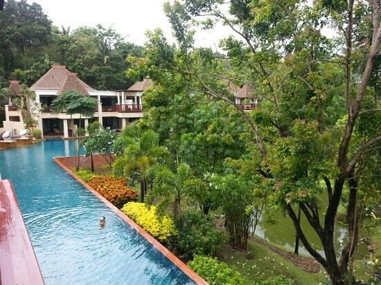 Crown Lanta Resort & Spa : Pool from 2nd floor room
