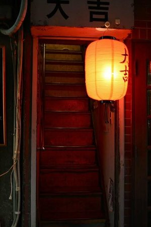 Shinjuku Golden Gai : Narrow stairs leading to a bar upstairs