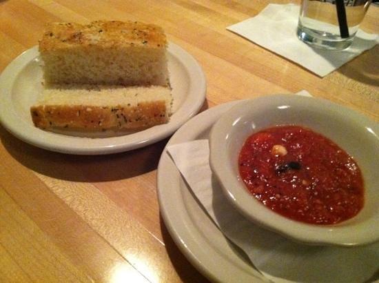 Tavola Trattoria: fresh bread and marinara!