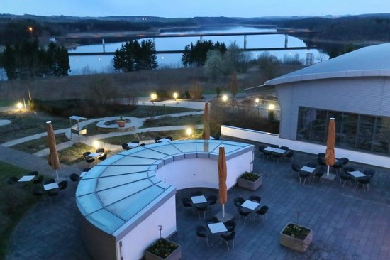 Bio-Seehotel Zeulenroda: Garten bei Nacht