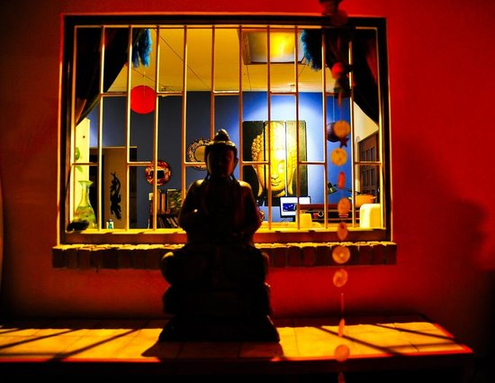 Buddha House Boutique Hostel: view into common area