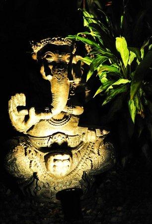 Buddha House Boutique Hostel: Statue of shiva i think?