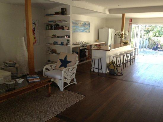The Cape Beach House: Communal area of the B&B looking to front.