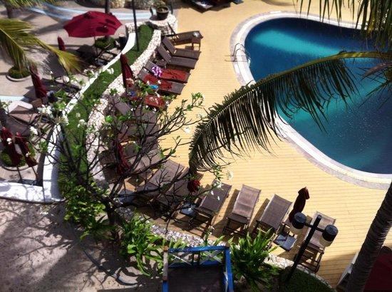 Imperial Hua Hin Beach Resort: 俯瞰泳池
