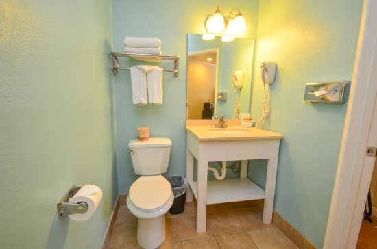 Bay Front Inn: All updated Bathrooms