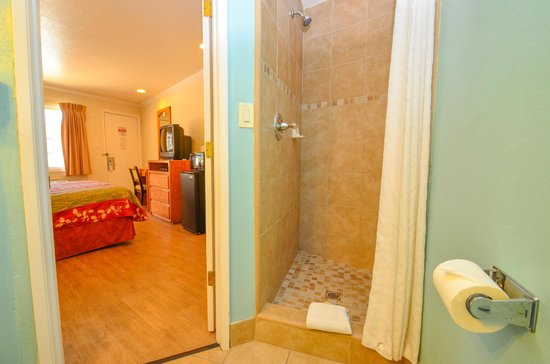 Bay Front Inn: So fresh an' so clean... Our updated showers