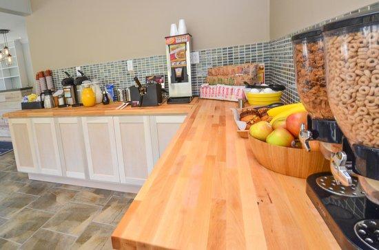 Bay Front Inn: Our breakfast spread, Yummo!