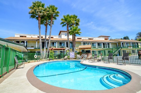 Bay Front Inn: Warm heated pool