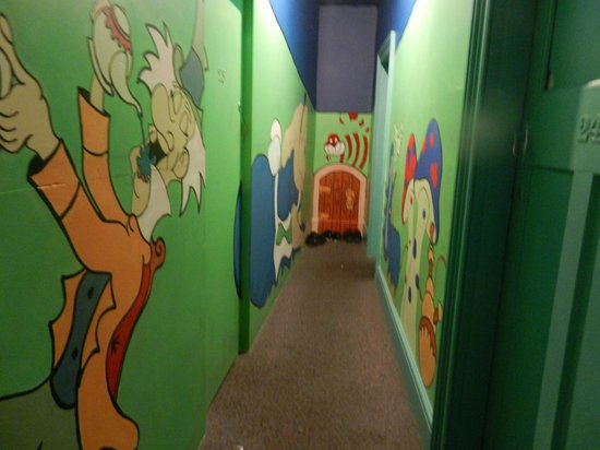 The Pickled Frog: Upstairs hallway