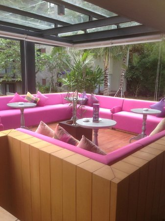 Centra Taum Seminyak Bali: Love the colour scheme.... to lounge around.