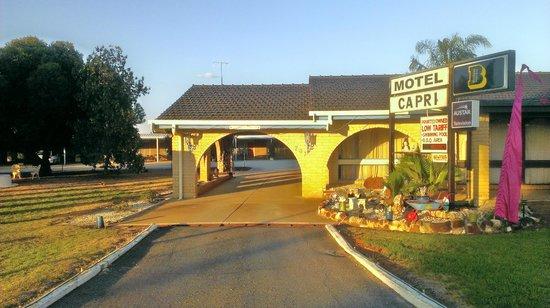 Balranald Capri Motel : motel entrance