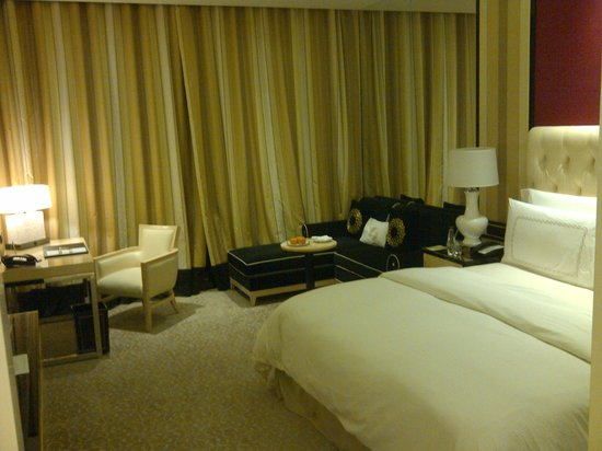 The Trans Luxury Hotel Bandung: Bed Room: More Spacious Than It Looks