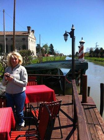 Ristorante Trattoria Nalin: imbarcadero sul canale