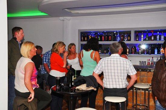 Flora Palm Resort: bar