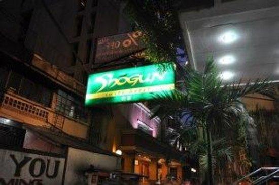 Shogun Suite Hotel: signage outside