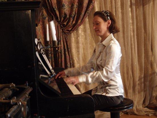 Staraya Derevnya: the pianist