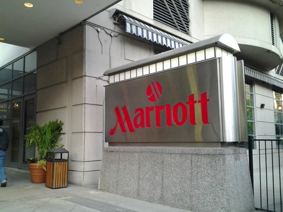 Toronto Marriott Downtown Eaton Centre Hotel: Entrance of the Toronto Marriott Eaton Centre