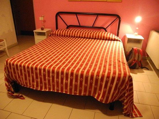 Lato Azzurro: Bed in room 13