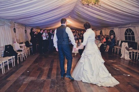 Foxholes Farm Cottages: Gorgeous marquee
