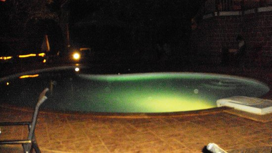 Westend Hotel: Swimming Pool at night
