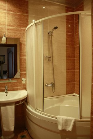 Bathroom picture of premier hotel baku tripadvisor Premiere bathroom design reviews