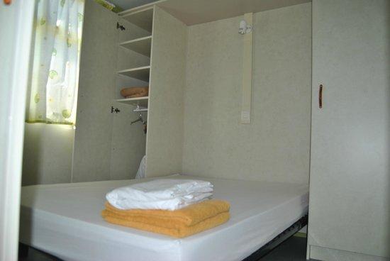 Camping Costa Blanca: Dormitorio Bungalow