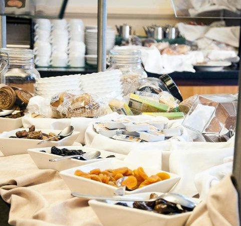 Hotel Mainake : Buffete desayuno
