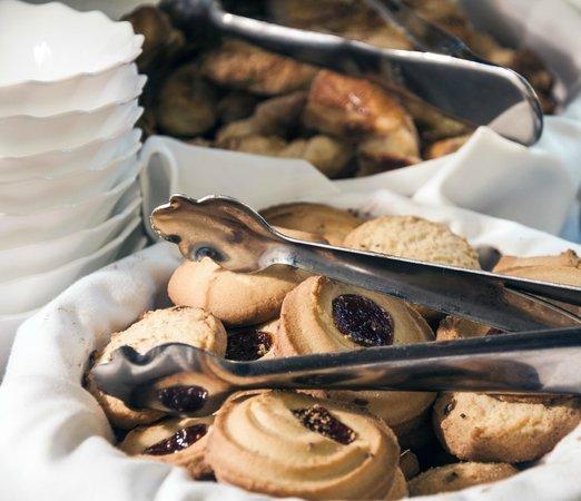 Hotel Mainake: Buffete desayuno