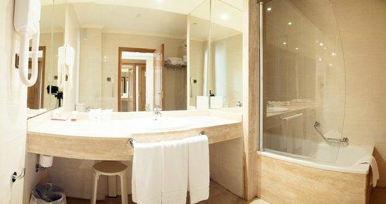 Hotel Mainake : Baño Habitación