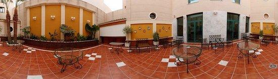 Hotel Mainake : Patio Andaluz